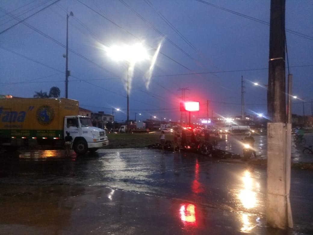 Protesto interdita rotatória do 40 Horas, em Ananindeua, por mais de dez horas - Noticias