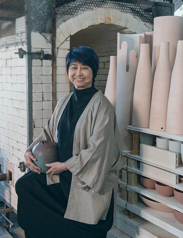 Kimi Nii, referência para as novas gerações (ela usa Kimono Plural. Vestido UMA | Raquel Davidowicz (Foto: Jorge Sato)