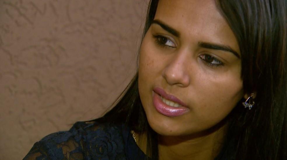 Thainá Cristina espera que o ex-namorado seja preso em Barretos, SP (Foto: Reprodução/EPTV)