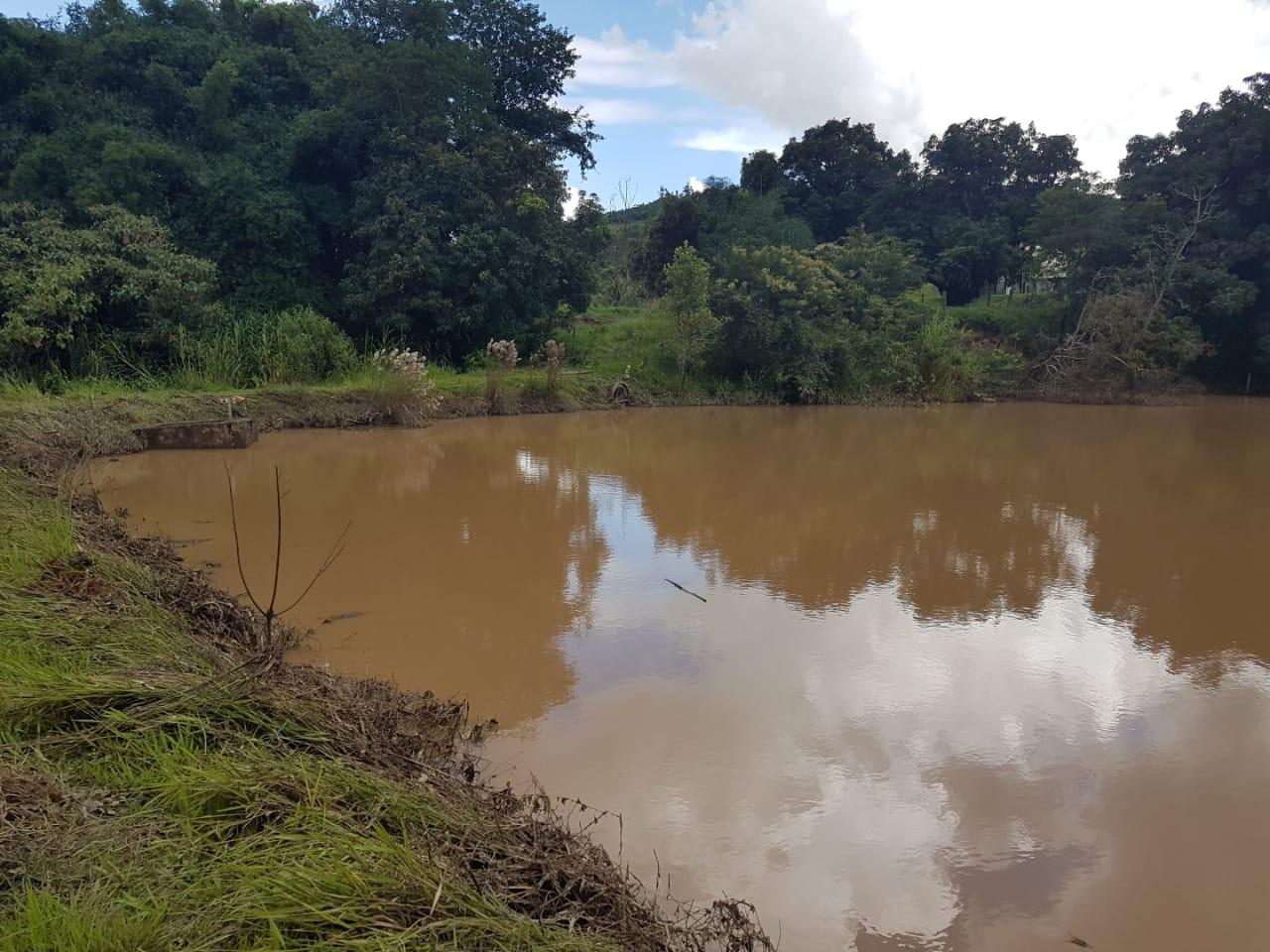 Por risco de rompimento em represa, famílias são retiradas de casas em Florestal, na Grande BH