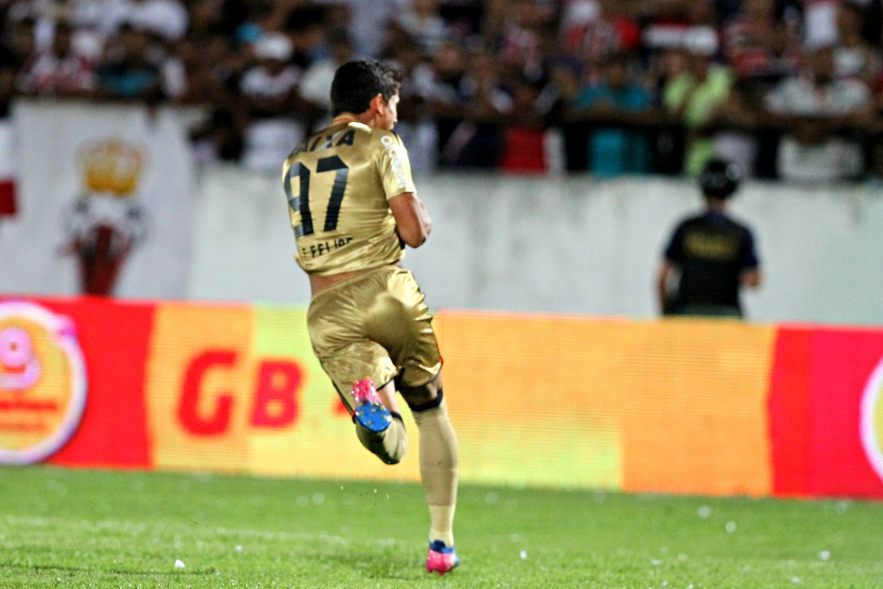 Gol contra o Santa, na semifinal do Nordestão de 2017, é momento mais marcante da carreira (Foto: Marlon Costa / Pernambuco Press)