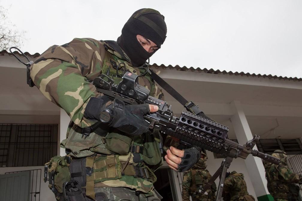 PM de SP vai comprar metralhadora leve calibre 7.62 semelhante à usada pelo Exército e pela FAB, que é a FN Minimi (foto) — Foto: Exército/divulgação