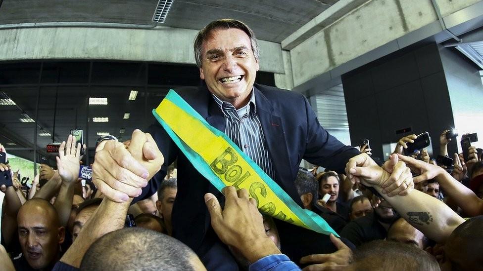 Bolsonaro assumiu a dianteira da corrida eleitoral após a prisão em abril do ex-presidente Lula (Foto: Getty Images via BBC News)