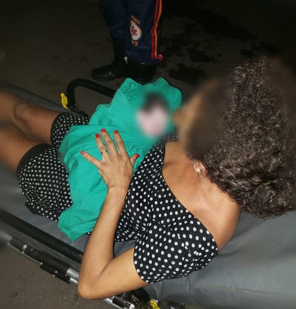 Mãe e bebê foram levadas para a maternidade e passam bem — Foto: Asscom/Bombeiros Acre