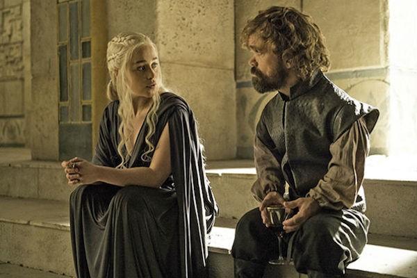Emilia Clark e Peter Dinklage em Game of Thrones (Foto: Reprodução)