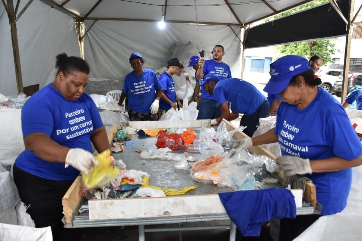 Resultado de imagem para Lixo do Carnaval de Salvador será transformado em lixeiras por cervejaria