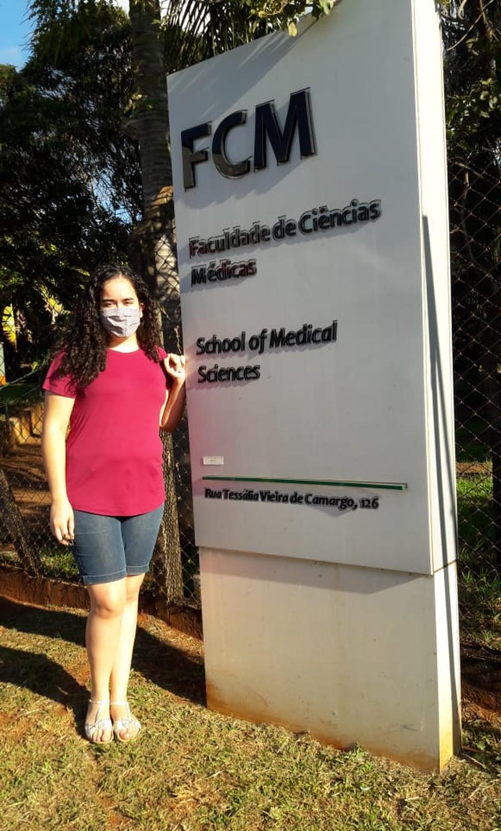 Monaliza atualmente cursa Medicina na Unicamp e se diz completamente realizada — Foto: Arquivo Pessoal
