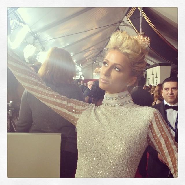 Paris Hilton é flagrada fazendo uma selfie (Foto: Reprodução/Instagram)