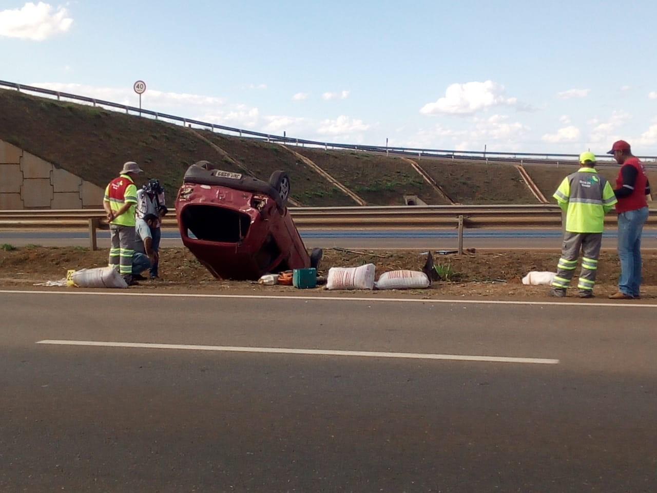 Criança morre após carreta bater traseira de carro que saía de acostamento na BR-163 em MT