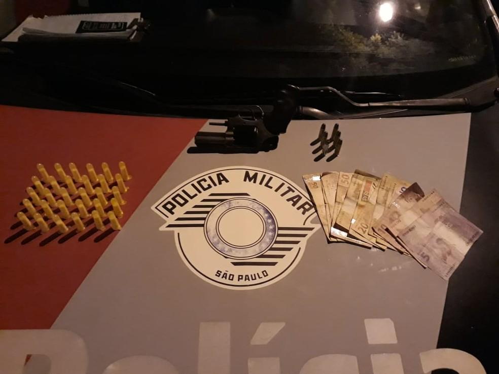 Homem é preso por tráfico de drogas em Paraibuna  (Foto: Divulgação/Polícia Militar )