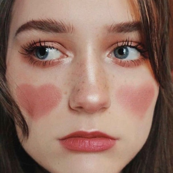 Blush de coração (Foto: Reprodução Instagram)