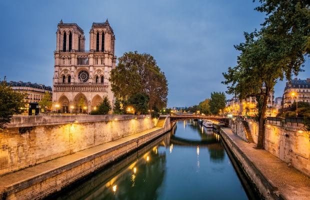 Obra-prima da arquitetura gótica, Catedral de Notre-Dame foi palco de eventos históricos (Foto: Getty Images)