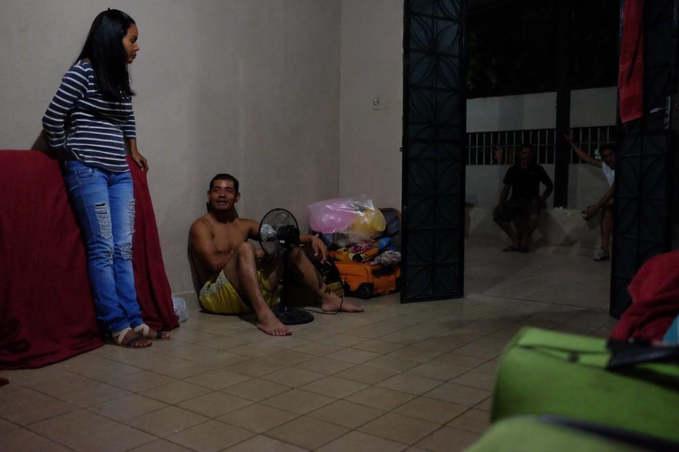 Casas desprovidas de mobília e eletrodomésticos, mas cheias de gente (Foto: Inaê Brandão/G1 RR)