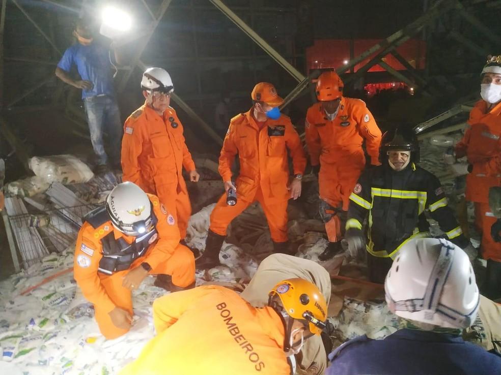 Bombeiros fazem buscas por vítimas de desabamento em supermercado de São Luís (MA) — Foto: Divulgação/Redes sociais