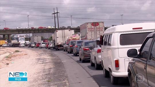 Paralisadas, obras de restauração da BR-101 causam transtornos e engarrafamentos no Recife
