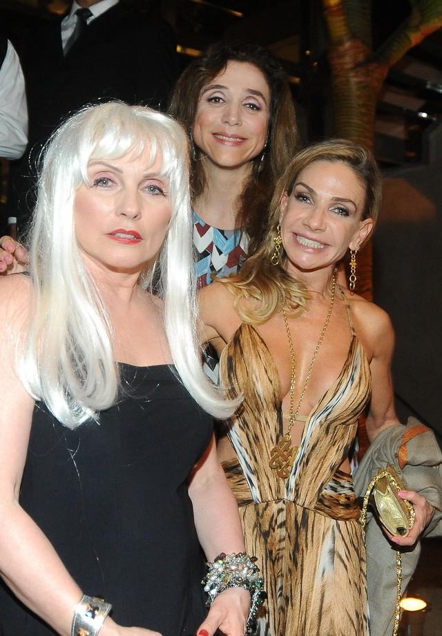 Debbie Harry, Marisa Orth e Cris Mocellin: a foto aconteceu em 2012 (Foto: Getty Images)