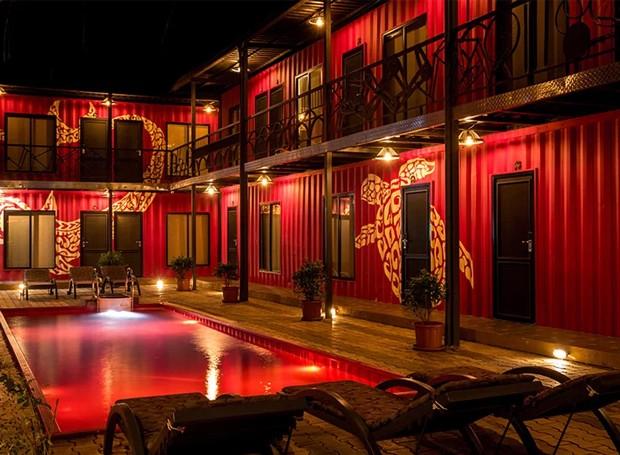 O vermelhor torna o Beach Box Hotel mais ousado (Foto: Beach Box Hotel/ Reprodução)