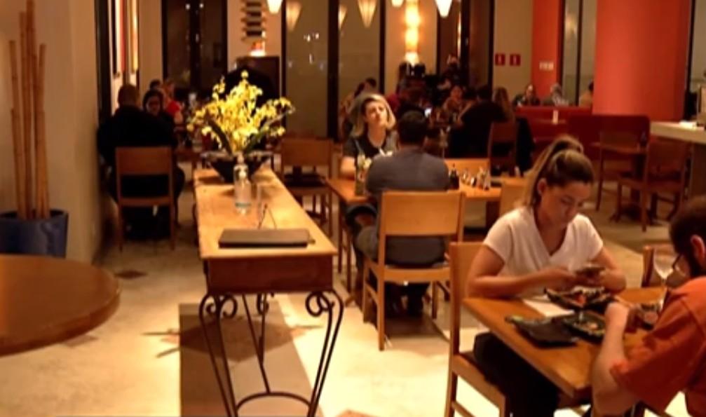 Bares e restaurantes do Alto Tietê se adaptam para receber clientes com segurança, mas alguns locais registram aglomerações