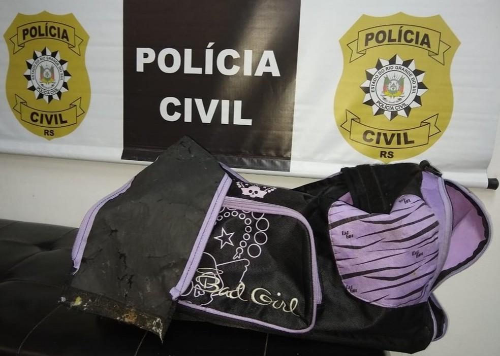 Polícia afirma que Miguel foi carregado dentro de mala apreendida — Foto: Polícia Civil/Divulgação