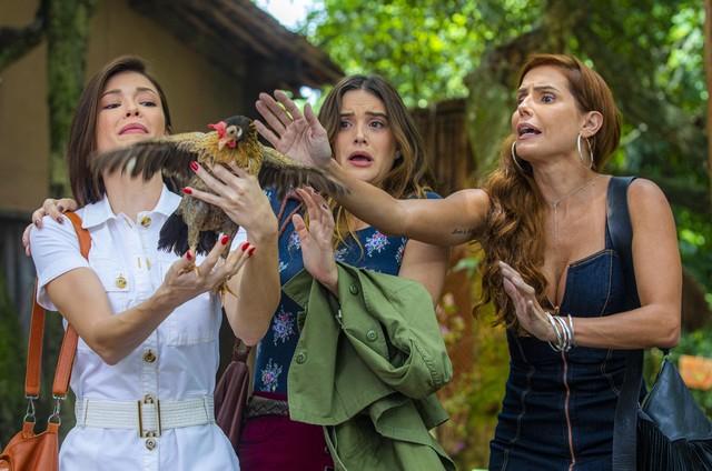 Vitória Strada, Juliana Paiva e Deborah Secco em 'Salve-se quem puder' (Foto: Paulo Belote/TV Globo)