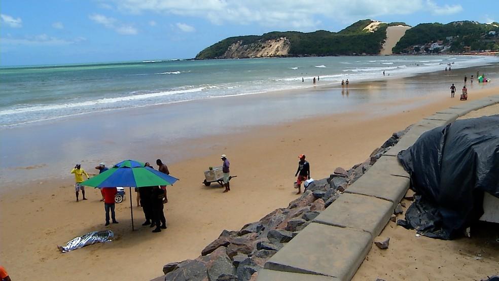 Turista morreu após se afogar na praia de Ponta Negra, em Natal (Foto: Reprodução/Inter TV Cabugi)