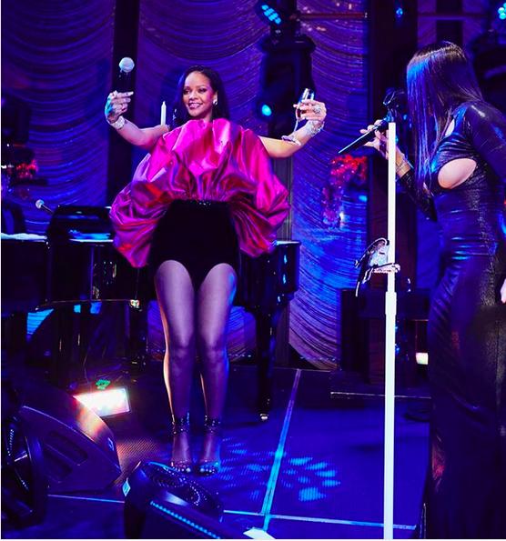A cantora Toni Braxton na festa de aniversário da cantora Rihanna (Foto: Instagram)