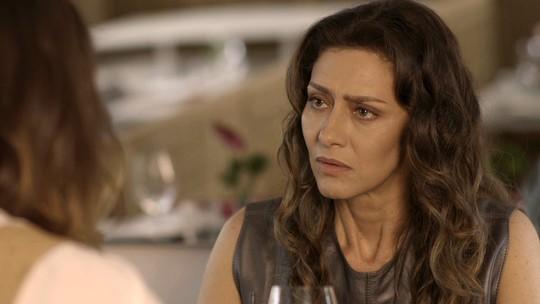 Joyce descobre que Ivana está tomando hormônios