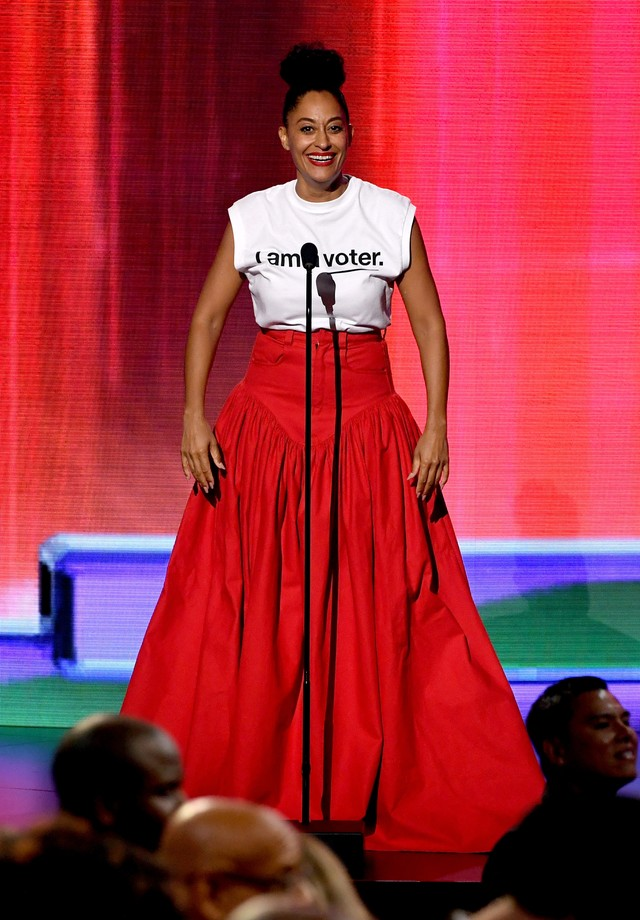 Tracee Ellis Ross veste Shanel Campbell no AMA Awards (Foto: Getty Images)