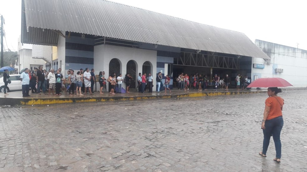 Terminal de Felipe Camarão ficou lotado de pessoas aguardando ônibus — Foto: Ednaldo Lima/Inter TV Cabugi