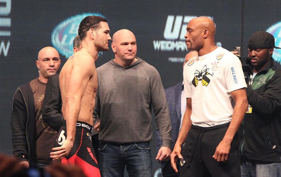 Anderson Silva e Chris Weidman em encarada no segundo encontro entre eles, em dezembro de 2013 (Foto: Evelyn Rodrigues)