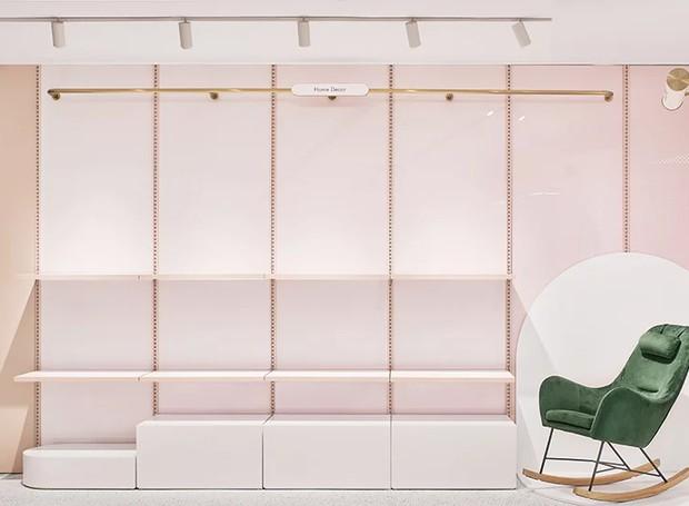 Há vários espaços para exibir produtos (Foto: Daylab Studio/ Reprodução)