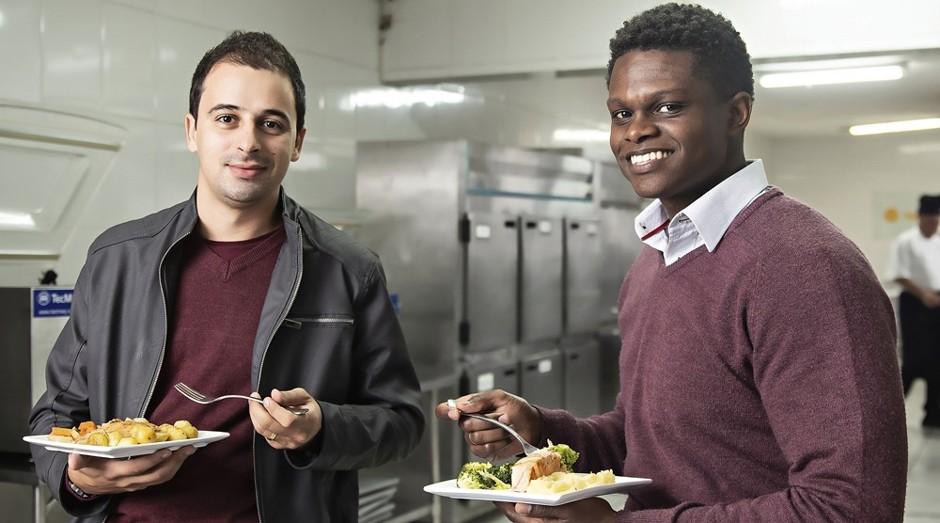 Felipe Dubau e Leandro Valencio, da Light Chef: pratos veganos, sem glúten e sem lactose, entregues na casa do cliente (Foto: Luiz Maximiano)