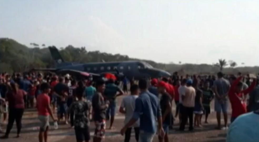 MPF investiga transporte em avião da FAB de indígenas apontados como pró-garimpo até Brasília. — Foto: Reprodução / TV Liberal