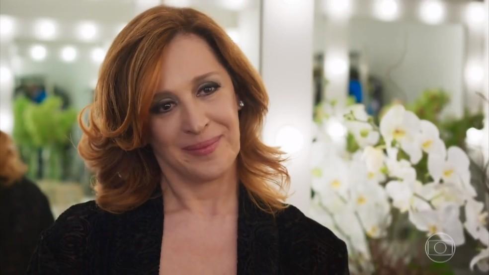 Claudia Raia observa Tancinha (Mariana Ximenes), comovida - 'Haja Coração' — Foto: Globo