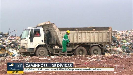 Caminhões de coleta domiciliar são usados para transportar lixo para aterro sanitário de Seropédica, no RJ
