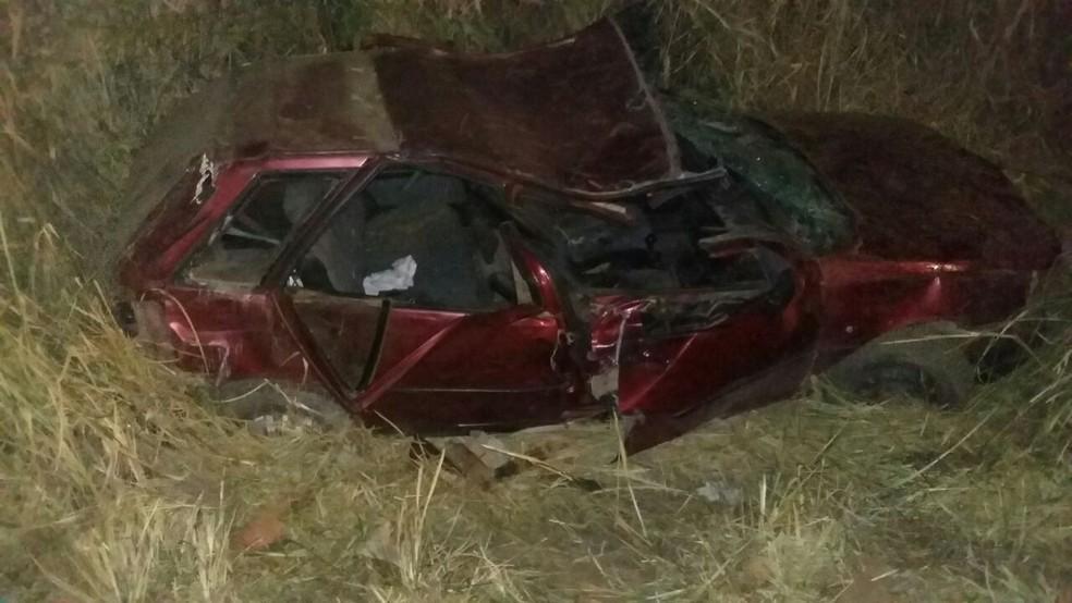 Condutor e passageira morreram no local (Foto: PRF/Divulgação)
