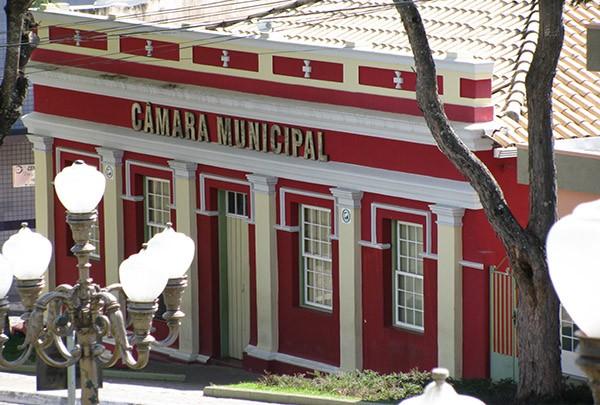 Ministério Público apura gastos da Câmara de Itapecerica com diárias em viagens - Notícias - Plantão Diário