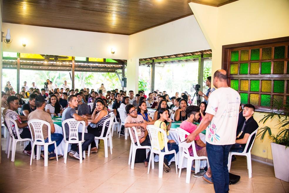 Primeira edição do projeto Juruti Up, em Juruti, oeste do Pará, reuniu 150 jovens — Foto: IJUS/Divulgação