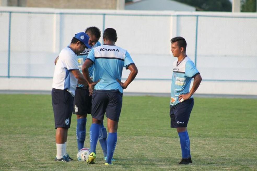 Sérgio China comanda treino do Parnahyba no estádio Verdinho (Foto: Jorge Alves/Parnahyba)