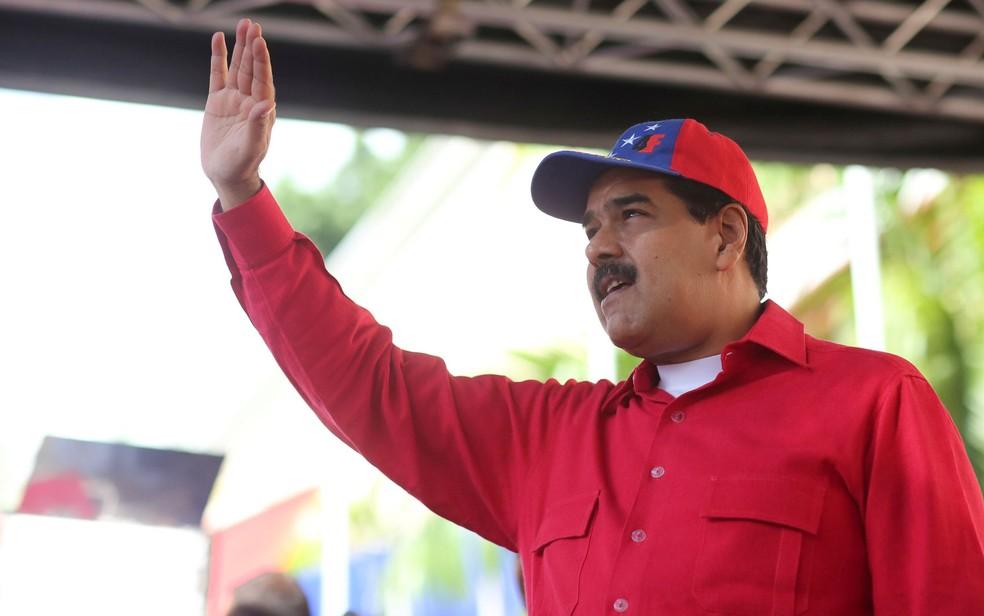 O presidente da Venezuela, Nicolás Maduro, acena durante manifestação contra o imperialismo em Caracas, na terça (19) (Foto: Miraflores Palace/Handout via Reuters)