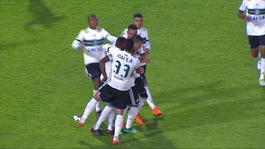 Atuações do Coritiba: Chiquinho resolve e Alisson Farias brilha com assistência