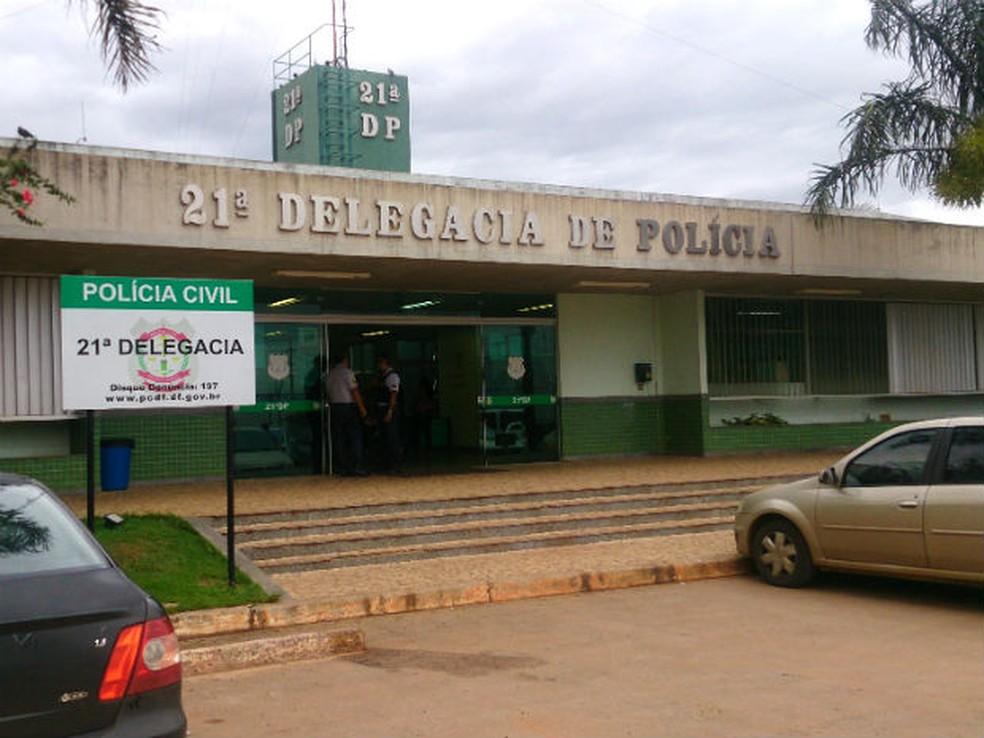 Fachada da 21ª Delegacia de Polícia, em Taguatinga Norte — Foto: Mateus Rodrigues/G1