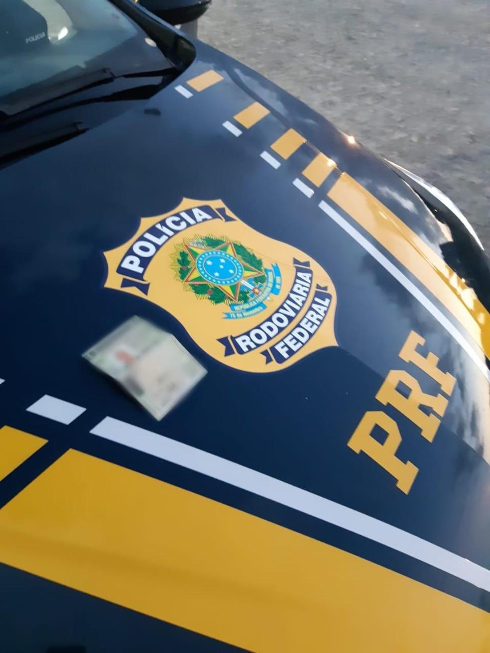 Motociclista morre em colisão com caminhão, no Brejo da Paraíba — Foto: PRF-PB/Divulgação