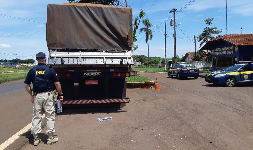 Polícia apreende 600 mil carteiras de cigarro em bitrem na BR-163, em Quatro Pontes