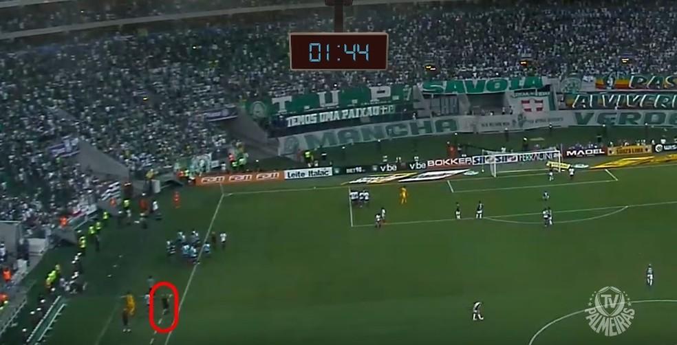 Vídeo do Palmeiras mostra conversa entre integrantes da arbitragem (Foto: Reprodução)
