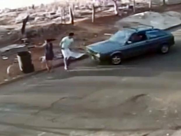 Casal é atropelado e polícia investiga se ação foi premeditada em Campos Gerais (MG) (Foto: Cangere Notícias)