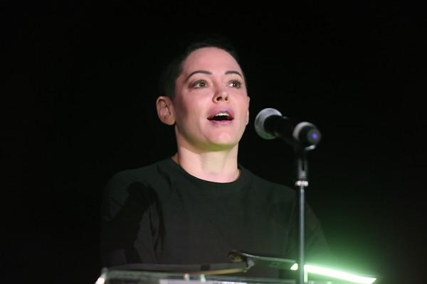 A atriz Rose McGowan, uma das lideranças do movimento #MeToo (Foto: Getty Images)