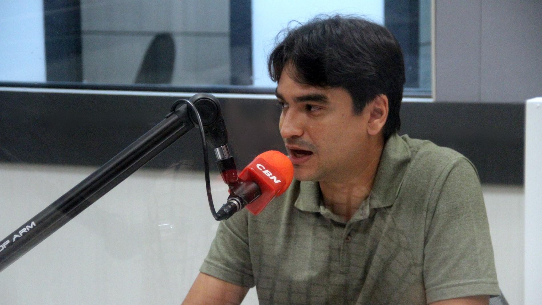 Rafael Freire promete projeto de construção de moradias por meio de mutirão, em entrevista à CBN