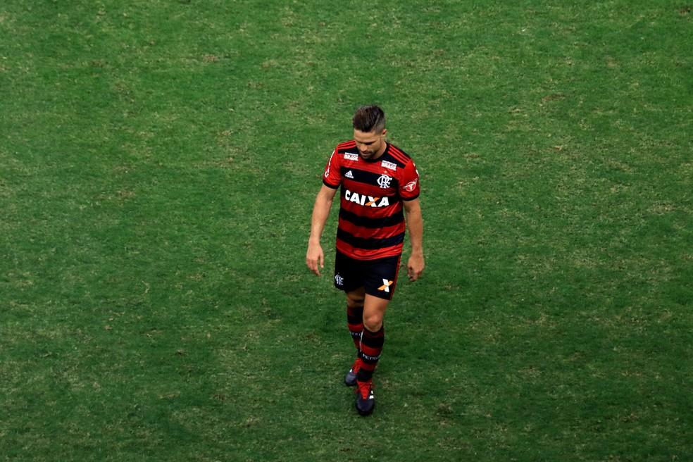 Diego ao ser expulso em Flamengo x Vasco — Foto: Cláudio Reis/Agência Estado