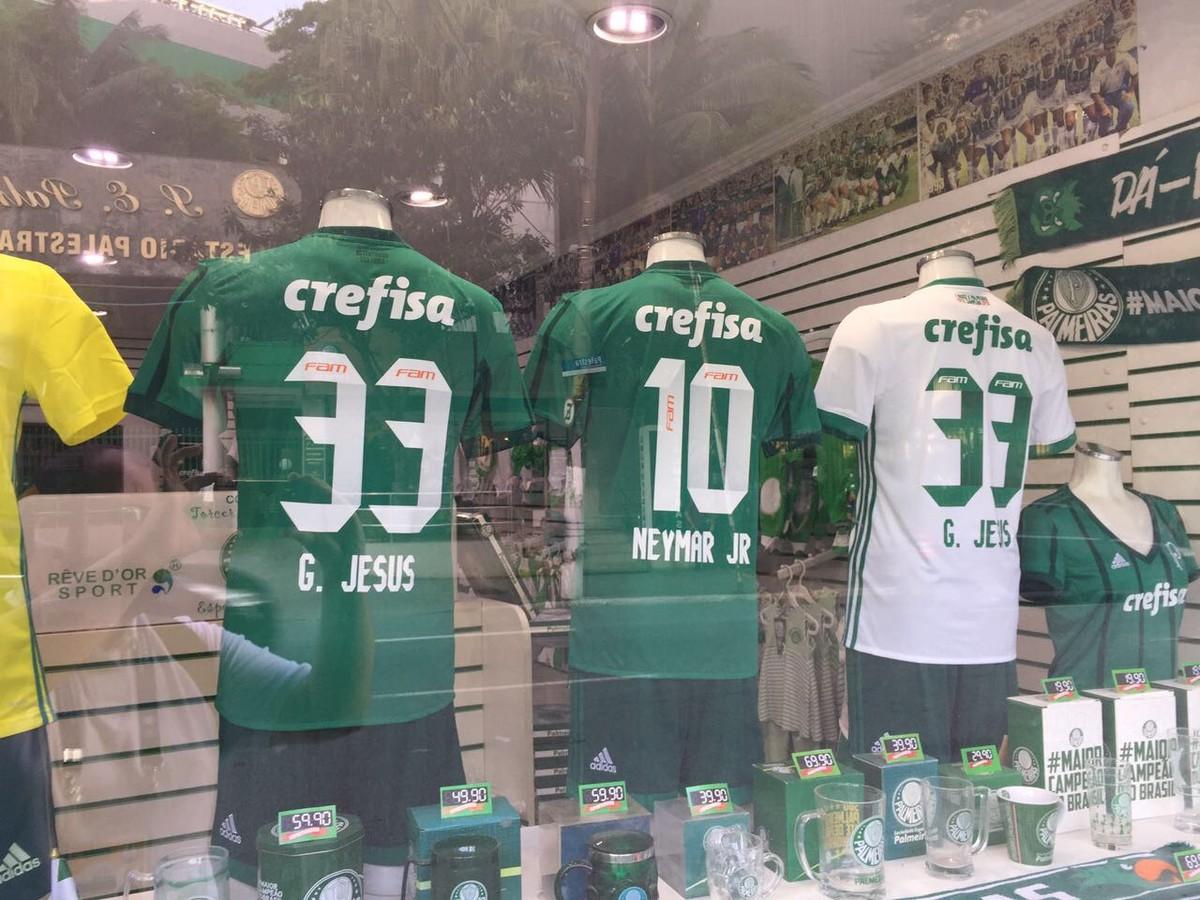 Loja em frente à Arena vende camisa do Palmeiras com o nome de Neymar  b12ab058f644d